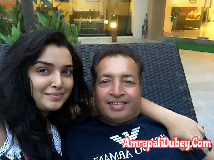 Amrapali Dubey family photo