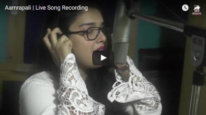 Amrapali Dubey live recording song Maiya Ke Laagal Ba Janta Darbar
