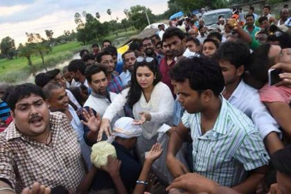 Amrapali Dubey and Nirahua donates for the flood affected areas of Bihar